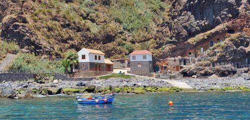 10-boat-trip-calhau-da-lapa-helloguidemadeira